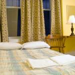 tor_accommodation_canadiana-room